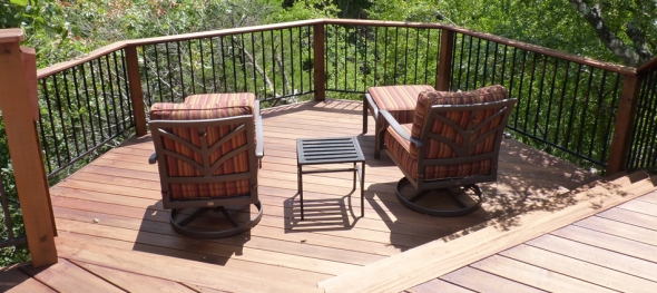Reading nook on Tigerwood multi-level deck at canopy level