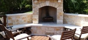 Austin_flagstone_outdoor_fireplace