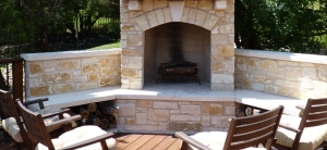 Austin_flagstone_outdoor_fireplace