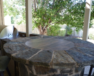 Austin_flagstone_used_on_a_bar_side_and_top