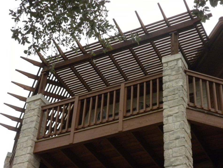 Elevated corner pergola in Town Lake, TX by Archadeck of Austin