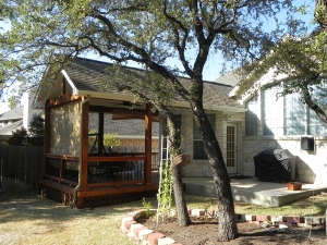 Side view of covered patio in Steiner Ranch by Archadeck of Austin