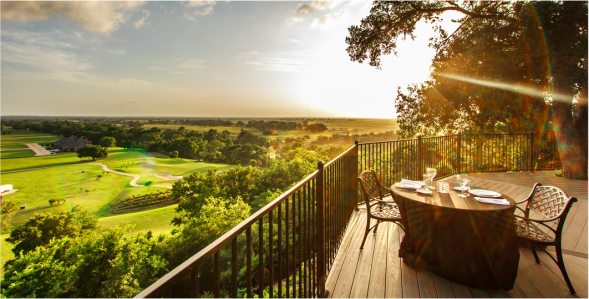 Image of the deck overlooking the ColoVista gold course used on The View at the mansion's website.