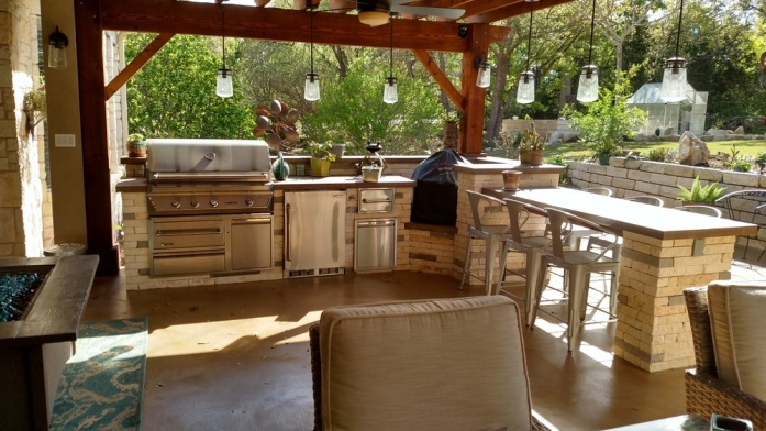 Austin Porch and Outdoor Kitchen Combo