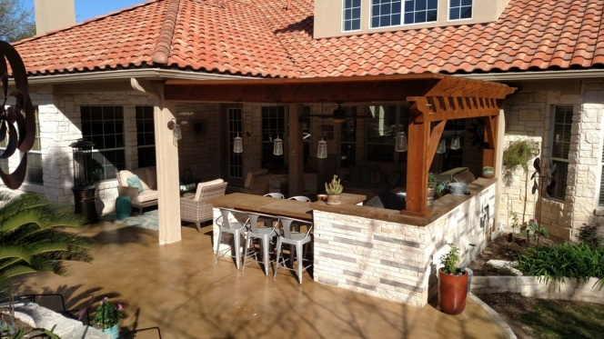 Austin TX hardscape custom kitchen with cedar overhead pergola