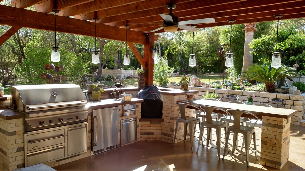 Outdoor Kitchen Builder Near Me Austin Decks Pergolas Covered - Kitchen lighting near me