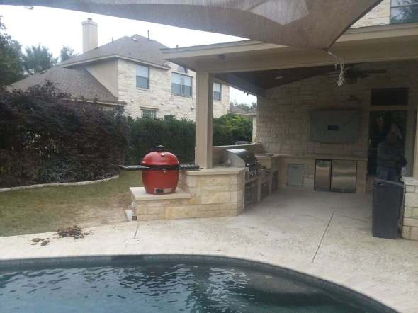 Beautiful patio cover and outdoor kitchen in SW Austin by Archadeck of Austin